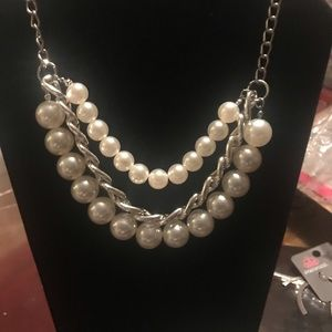 Edges Modern Pearl Necklace